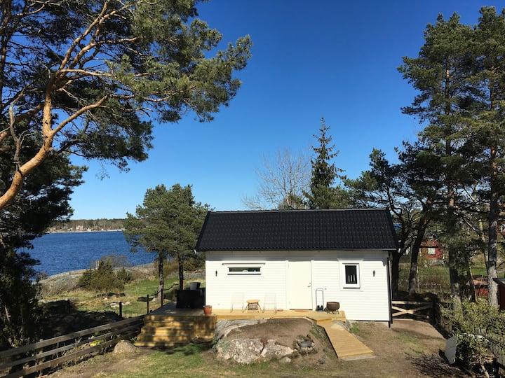 Stuga med havsutsikt i centrala Öregrund