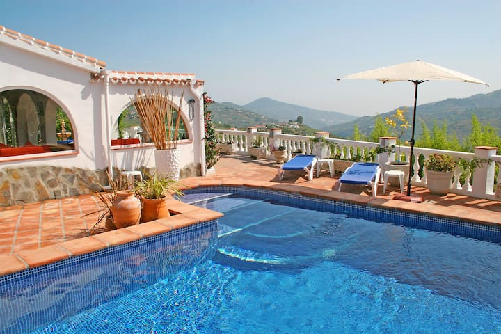 Heated pool, gorgeous views...a perfect escape!