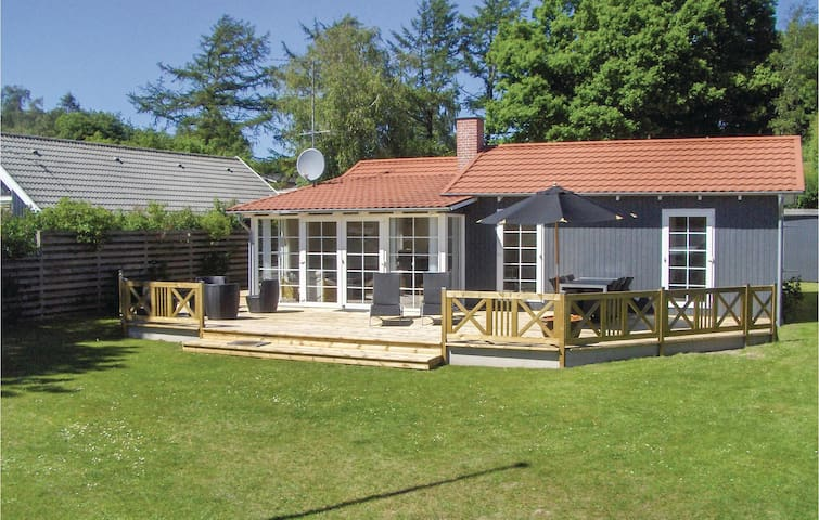 Holiday cottage with 2 bedrooms on 75 m² in Ebeltoft