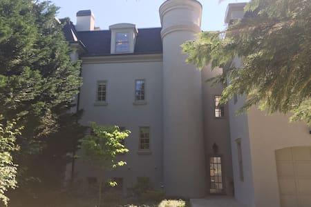 Mansion Guest House Prvt Gym Kitchen Laundry +Pool - Johns Creek - 公寓