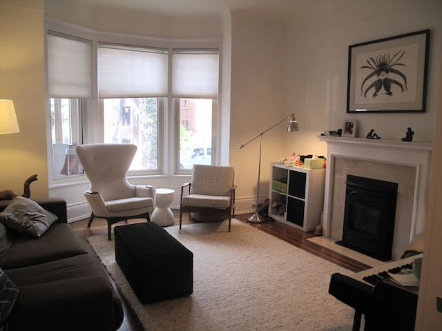 Clean and Bright Home in Parkdale