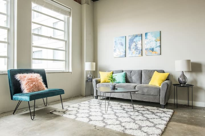 Trendy & Stylish 1BR Apt in Downtown