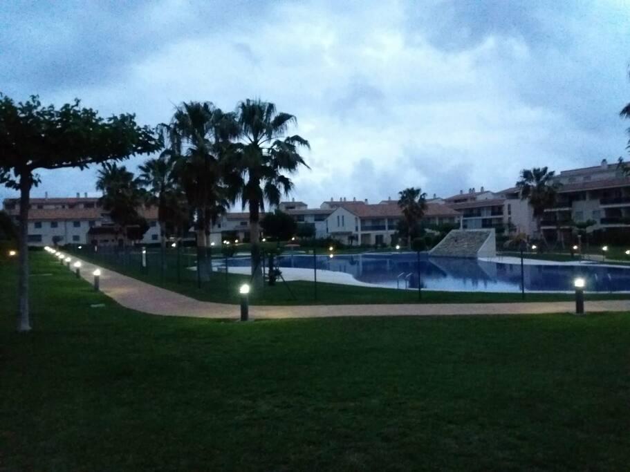 Vista piscinas de noche
