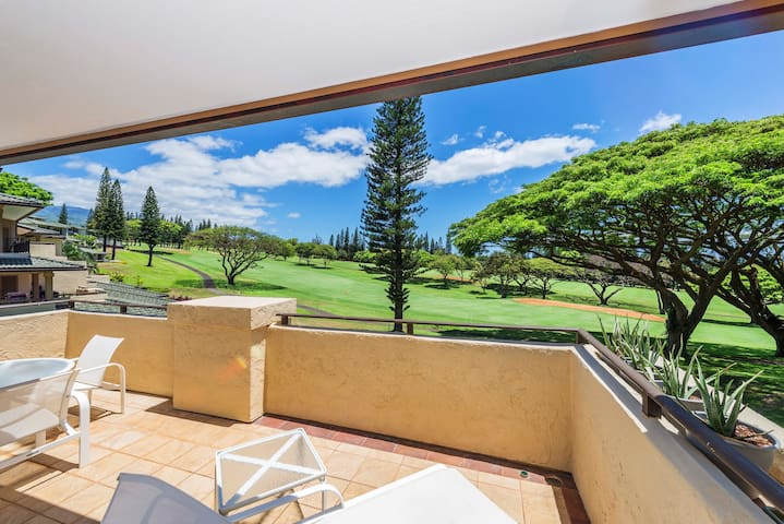 Spacious lanai with golf course views