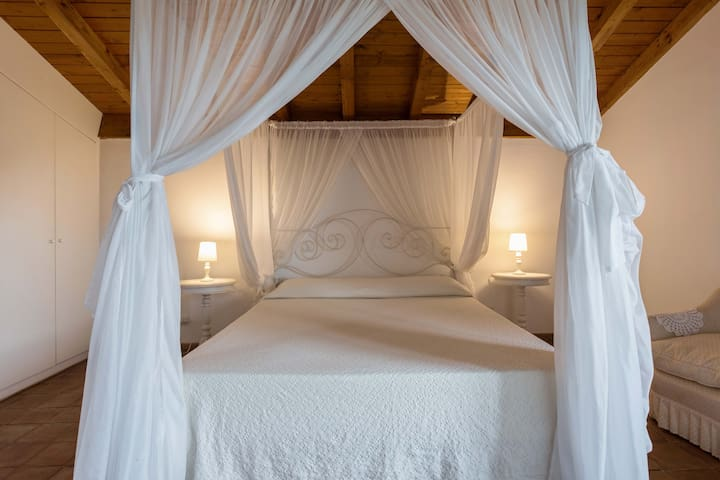 Cedro's master bedroom