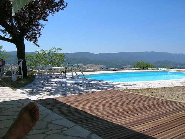 Luberon - plein sud - piscine - Reillanne - บ้าน