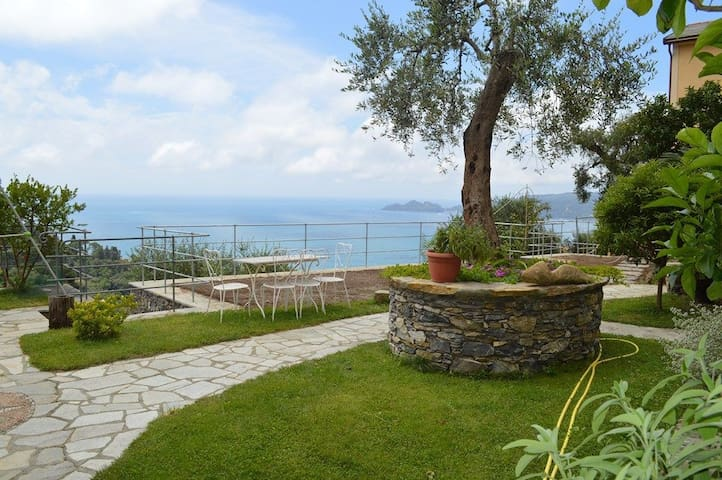 Modern one-room flat with garden and seaview! - Zoagli - Appartement