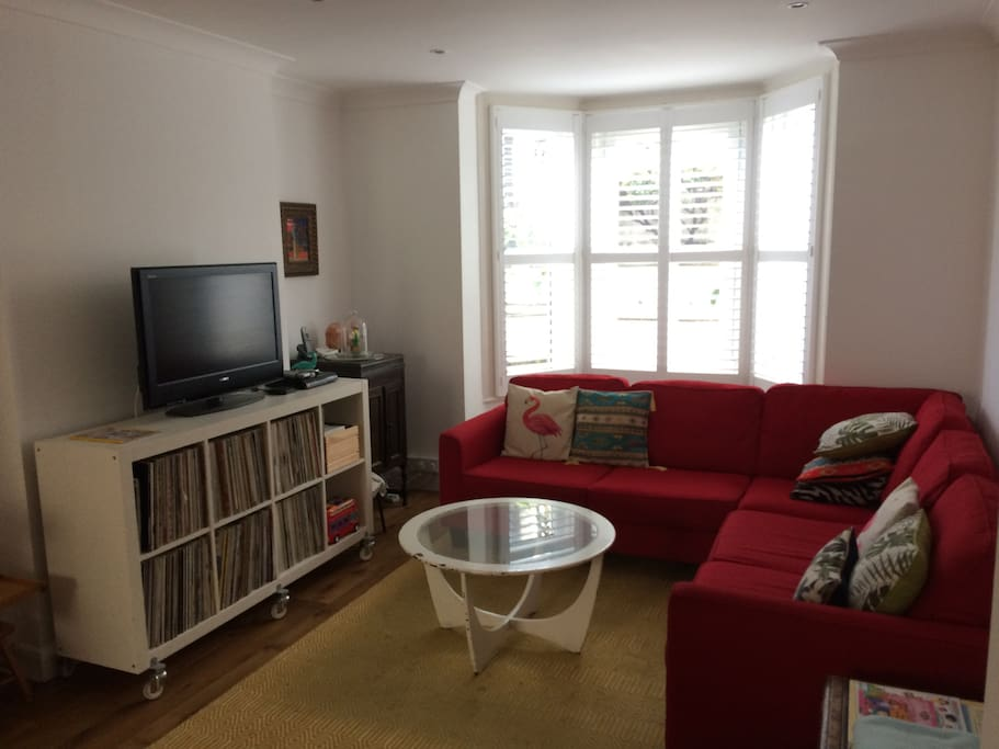 Living room with flat screen tv, netflix and DVD