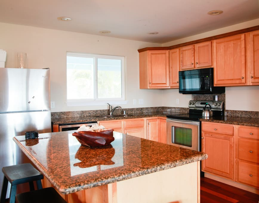 Large kitchen for you to prep your meals, or make a great picnic snack to bring with you to the beach!