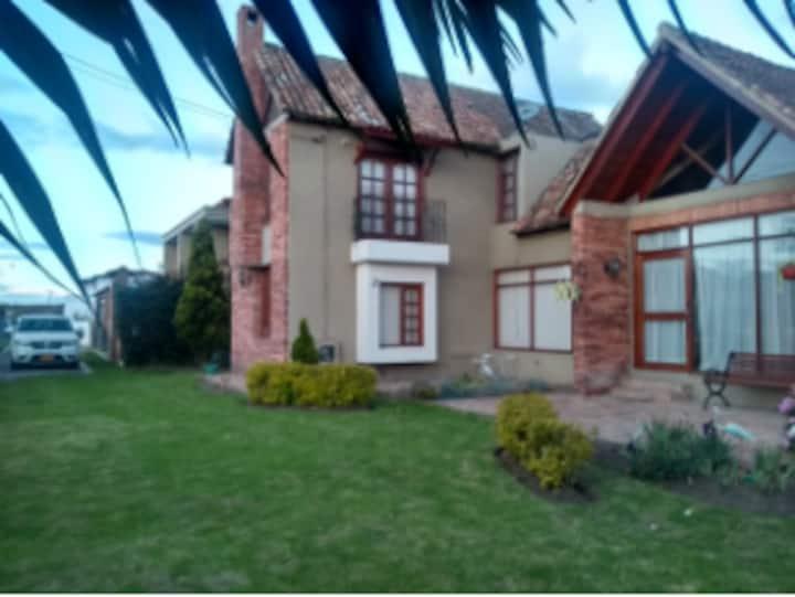 Casa campest cerca Andrés Carne de Res. En venta