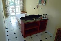 Small double room b&b with balcony, Seaview + WIFI