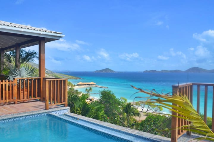 Adams Bay Tower Beachfront with Swimming Pool