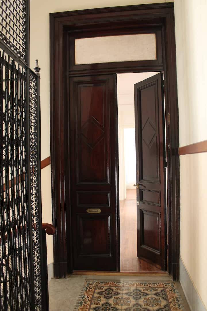 Stylish apartment totally renewed (1500sqf)