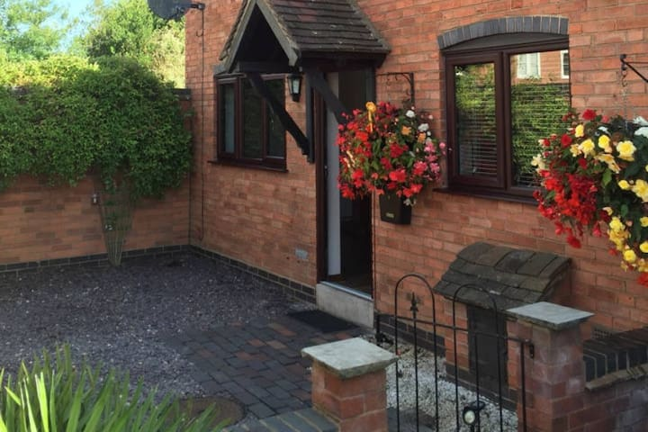 1 Bell Cottage, cosy cottage in a great location - Coleshill - Hus