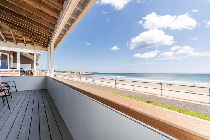 NEW LISTING! Oceanfront home right on Long Beach - near town and whale watching!