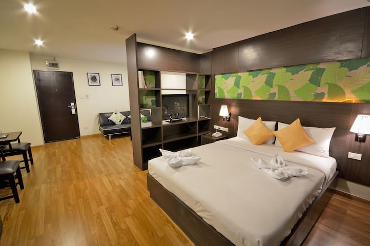 24hrs Service Studio Queen Bed WIFI - Bangkok - Apartament