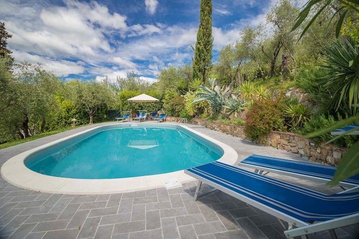 Giglio, rustico toscano con piscina privata, A/C, free WiFi, sulle colline di Lucca.