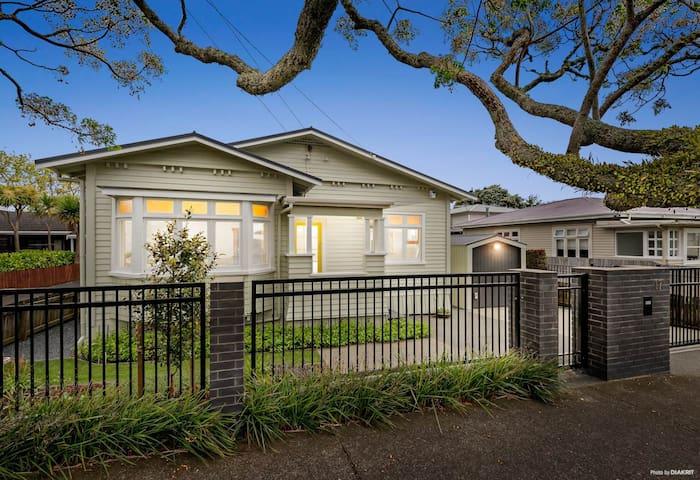 Single Room Close to Auckland CBD
