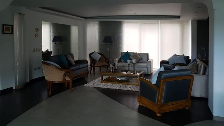 Luxurious Home in the best Spot to explore Quito.