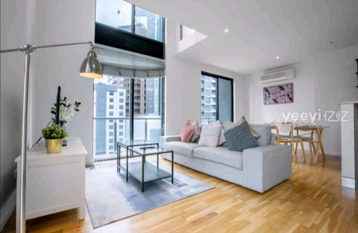 Loft Style! Central CBD Apartment