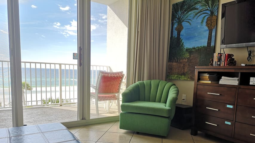 Beachfront Condo, Ocean View 2BR/2BA, Majestic Sun