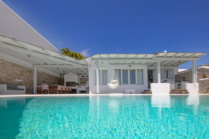 Private Villa Harmony With Large Pool And BBQ !