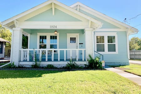 Historic Shiplap Cottage   Longer Stays Welcome!