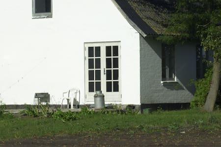Lille lejlighed i Fogensegaardens hovedbygning - Bogense - 公寓