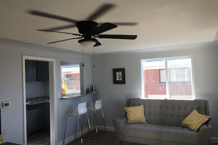 Sky Ranch Apartment (1/1/) - Englewood - Pis
