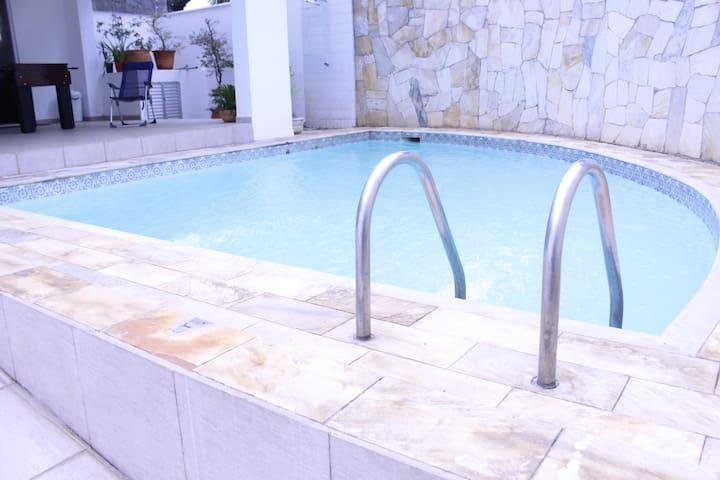 Casa com piscina em Guaratinguetá