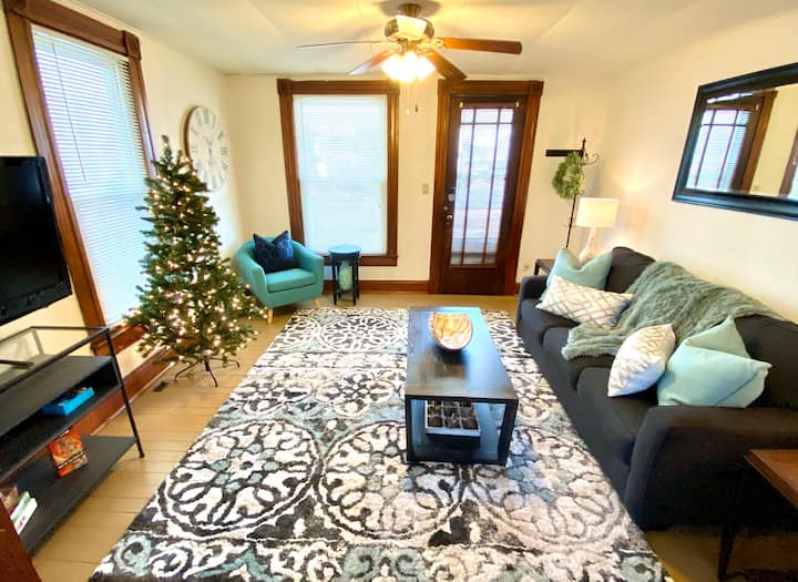 Charming 1B/1B (1st floor) *Extended Stay*