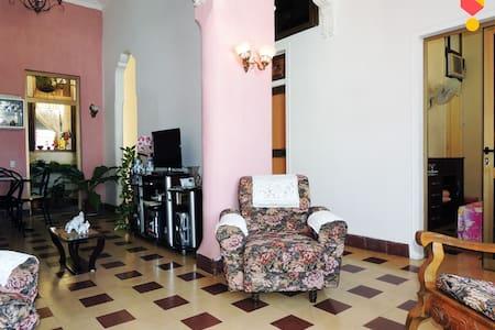 A&D Boulevard - Cienfuegos - Bed & Breakfast