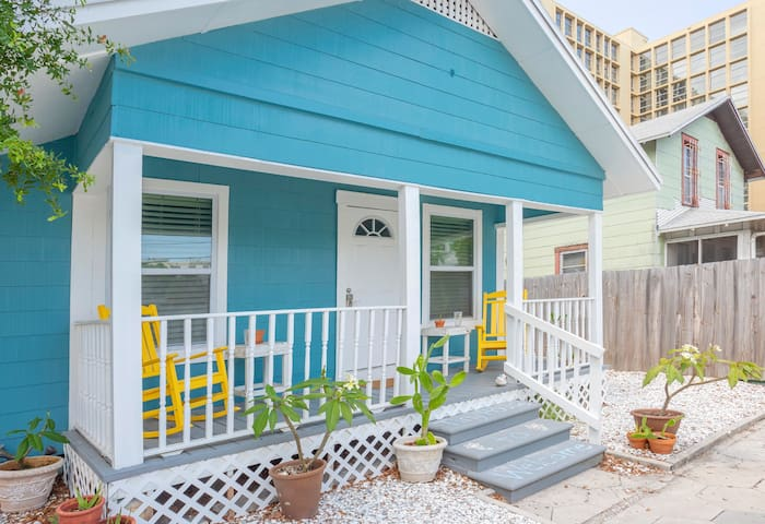 Tiny House Downtown St.Pete: Surprisingly Spacious