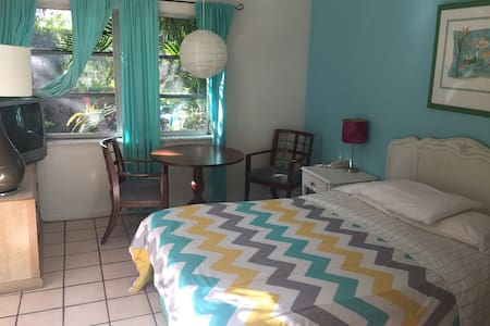 Key West Style Studio Step to Beach Kitchenette #1 - Fort Lauderdale - Serviceret lejlighed