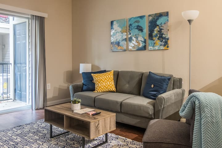Breathtaking 1BR Apt w/ Patio + Parking