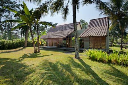 Villa Parikesit - Salatiga - Villa