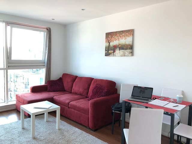 modern apartment London zone 1 - up to 4 people