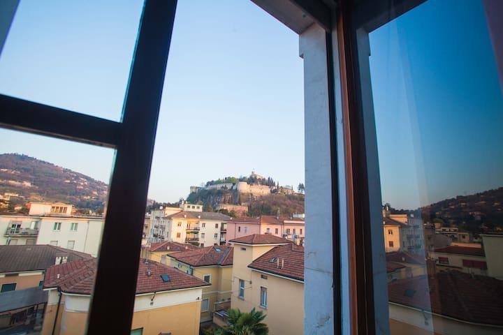Medieval and deluxe view in Brescia - Brescia - Byt