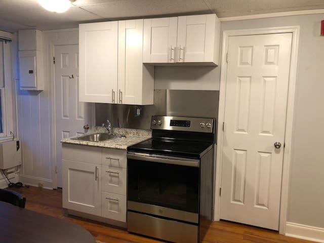 Clean, Simple, Cheap 2nd floor Studio Apt #4