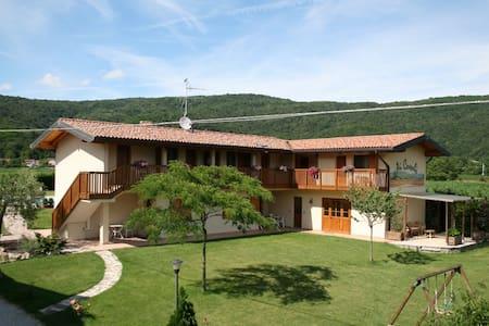 Agriturismo Ai Casali - Matrimoniale con balcone - Cividale del Friuli - ที่พักพร้อมอาหารเช้า