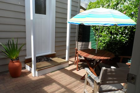 Single sleep out room - Auckland - Bed & Breakfast