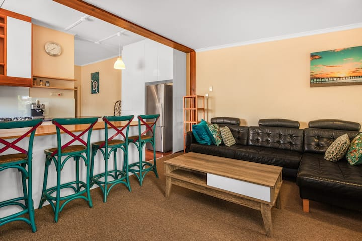 Henley Beach Haven Sleeps 6, WiFi Netflix, Parking