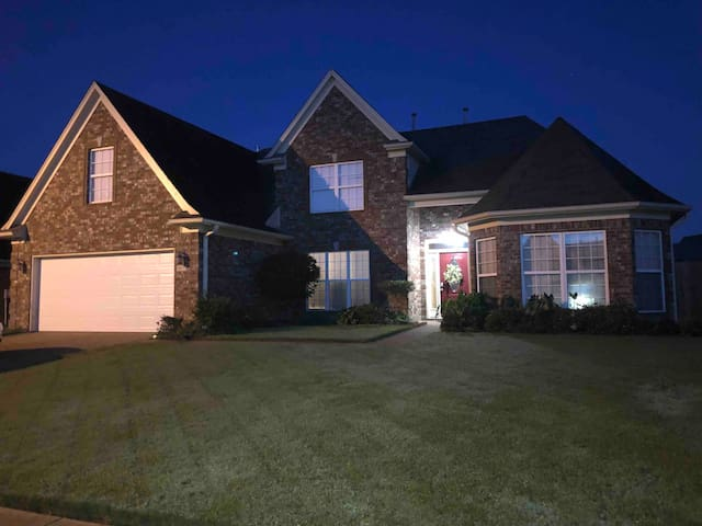 Huge beautiful home close to all the attractions
