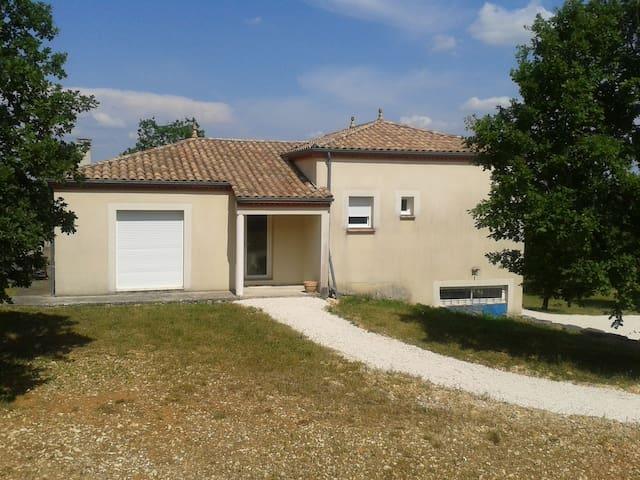 Maison 100m2 avec terrasse et grand terrain - trespoux-rassiels