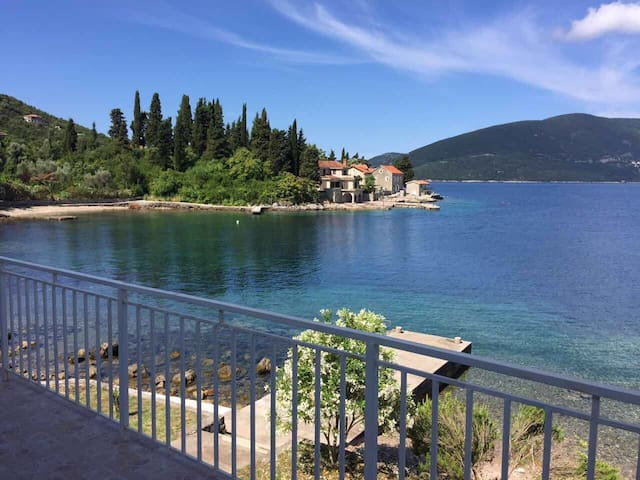 The big apartment on the pure coast Male Rose - Herceg Novi