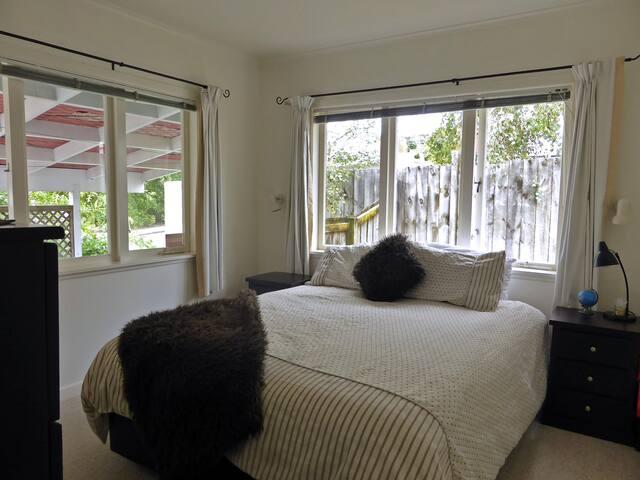 Convenient + Comfortable + Location - Auckland
