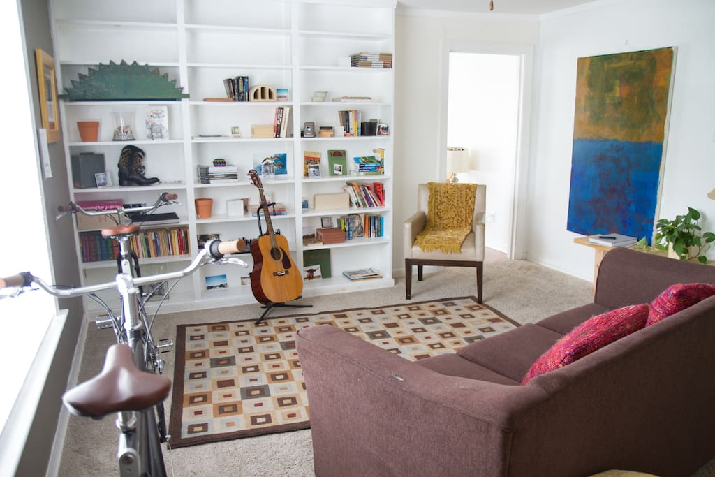 Ample space for enjoyment and reconnecting. Relax and read a book!
