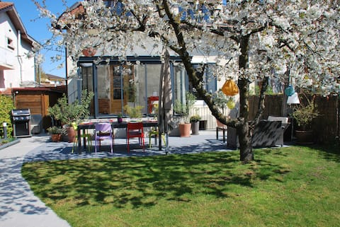GENEVA: Maison  + jardin à 15 min du centre.