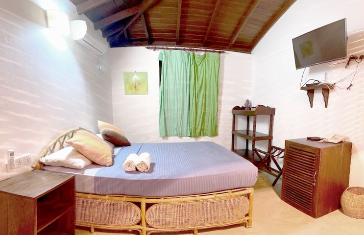 Dream Garden - Deluxe Single room with AC