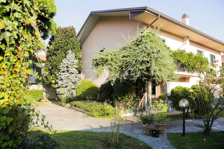 Roberta's house - Milano Rho-Fiera and the lakes!